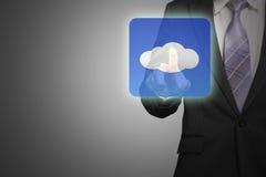 Χέρι επιχειρηματιών σχετικά με app σύννεφων το εικονίδιο Στοκ Εικόνες
