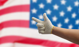 Χέρι εργασίας στην ΑΜΕΡΙΚΑΝΙΚΗ σημαία Στοκ Εικόνες