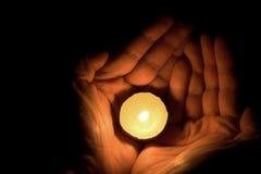χέρι κεριών Στοκ φωτογραφίες με δικαίωμα ελεύθερης χρήσης