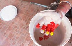 Χέρι με τα χρώματα μικτά Στοκ εικόνες με δικαίωμα ελεύθερης χρήσης