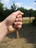 Χέρι με την άμμο Στοκ φωτογραφία με δικαίωμα ελεύθερης χρήσης