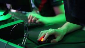 Χέρι με το ποντίκι υπολογιστών απόθεμα βίντεο