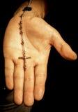 Χέρι με Rosary στοκ φωτογραφίες με δικαίωμα ελεύθερης χρήσης
