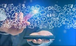 Χέρι μιας συσκευής εκμετάλλευσης ατόμων με τα εικονίδια Διαδικτύου όλα γύρω Στοκ φωτογραφία με δικαίωμα ελεύθερης χρήσης