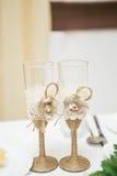 Χέρι ξύλου και λινού - γίνοντη γαμήλια διακόσμηση στοκ εικόνες