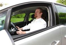 χέρι οδήγησης αυτοκινήτων το άτομο πλήκτρων του Στοκ φωτογραφία με δικαίωμα ελεύθερης χρήσης