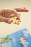 χέρι παιδιών που παρεμβάλλ& Στοκ φωτογραφία με δικαίωμα ελεύθερης χρήσης