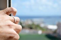 Χέρι που ανοίγει το παράθυρο Στοκ Εικόνες