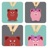Χέρι που βάζει ένα νόμισμα στη piggy τράπεζα Στοκ Φωτογραφίες