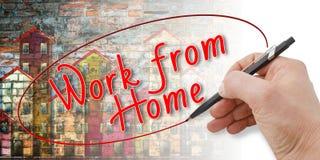 Χέρι που γράφει την εργασία ` από το σπίτι ` στοκ φωτογραφία