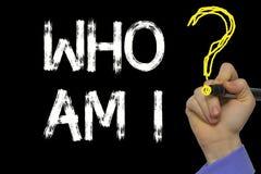 Χέρι που γράφει το κείμενο: Το cWho είναι Ι στοκ φωτογραφία με δικαίωμα ελεύθερης χρήσης