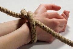 χέρι που δένεται Στοκ εικόνες με δικαίωμα ελεύθερης χρήσης