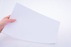 Χέρι που κρατά ένα έγγραφο Στοκ Φωτογραφίες