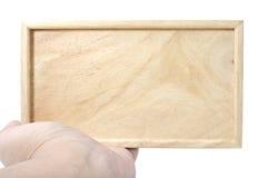 Χέρι που κρατά σαφή ξύλινο Στοκ εικόνα με δικαίωμα ελεύθερης χρήσης