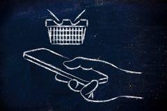 Χέρι που κρατά το κινητές τηλέφωνο, αγοράζοντας on-line και τις αγορές -app Στοκ φωτογραφίες με δικαίωμα ελεύθερης χρήσης