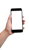 Χέρι που κρατά το μαύρο smartphone την κενή οθόνη που απομονώνεται με στο μόριο Στοκ φωτογραφία με δικαίωμα ελεύθερης χρήσης