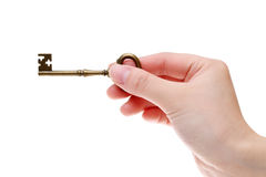 Χέρι που κρατά το παλαιό κλειδί Στοκ εικόνα με δικαίωμα ελεύθερης χρήσης