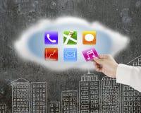 Χέρι που παίρνει μαζί app το εικονίδιο από το σύννεφο με τον τοίχο doodles Στοκ εικόνα με δικαίωμα ελεύθερης χρήσης