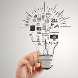 Χέρι που σύρει τη δημιουργική επιχειρησιακή στρατηγική στοκ φωτογραφίες