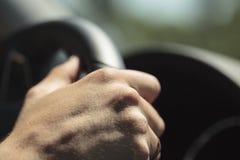 Χέρι σε ένα τιμόνι Στοκ φωτογραφίες με δικαίωμα ελεύθερης χρήσης