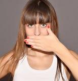 Χέρι στο στόμα στοκ εικόνες