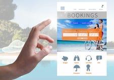 Χέρι σχετικά με App σπασιμάτων διακοπών κρατήσεων τη διεπαφή με την πισίνα Στοκ φωτογραφία με δικαίωμα ελεύθερης χρήσης