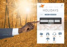 Χέρι σχετικά με App σπασιμάτων διακοπών τη διεπαφή στο δάσος Στοκ Φωτογραφίες