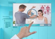 Χέρι σχετικά με App video ιατρών τη διεπαφή Στοκ εικόνες με δικαίωμα ελεύθερης χρήσης