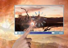 Χέρι σχετικά με App video τη διεπαφή με τη φύση Στοκ φωτογραφία με δικαίωμα ελεύθερης χρήσης