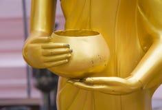 Χέρι του Βούδα και κύπελλο ελεημοσυνών Στοκ Εικόνα