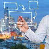χέρι του επιχειρηματία και του κόκκινου σημείου μανδρών στις κενές γεωμετρικές μορφές Στοκ φωτογραφίες με δικαίωμα ελεύθερης χρήσης