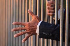 Χέρι του επιχειρησιακού ατόμου στη φυλακή Στοκ φωτογραφίες με δικαίωμα ελεύθερης χρήσης
