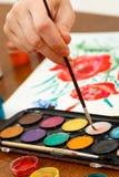 Χέρι του καλλιτέχνη με το πινέλο Στοκ Εικόνα