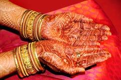χέρι το ινδικό s νυφών Στοκ Εικόνα