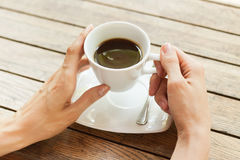 χέρι φλυτζανιών καφέ Στοκ Φωτογραφίες