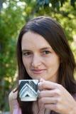 χέρι φλυτζανιών στοκ φωτογραφία με δικαίωμα ελεύθερης χρήσης