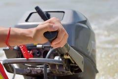 Χέρι ψαράδων και μηχανή βαρκών Στοκ Εικόνες