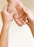 χέρι acupressure Στοκ φωτογραφία με δικαίωμα ελεύθερης χρήσης