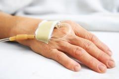 χέρι IV ηλικιωμένη γυναίκα Στοκ φωτογραφία με δικαίωμα ελεύθερης χρήσης