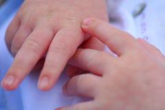 χέρι s μωρών Στοκ Φωτογραφίες
