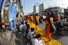 Χίλιοι μοναχοί από Wat Phra Dhammakaya Στοκ φωτογραφία με δικαίωμα ελεύθερης χρήσης