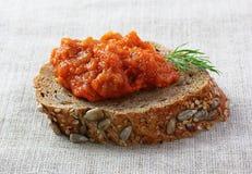 Χαβιάρι μελιτζάνας στο ψωμί Στοκ Εικόνες