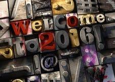 Χαιρετίστε έως 2016 το νέο τίτλο έτους στον εκλεκτής ποιότητας ζωηρόχρωμο ξύλινο φραγμό te Στοκ Εικόνα