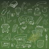 Χαιρετίστε πίσω στις προμήθειες σχολικών τάξεων το σημειωματάριο Doodles διανυσματική απεικόνιση