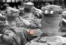 Χαιρετισμός αμερικανικών στρατιωτών στρατός εμείς Αμερικανικά στρατεύματα Στρατιωτικός των ΗΠΑ στοκ φωτογραφία