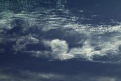 Χαιρετισμός ατόμων σχηματισμός-μυών σύννεφων Στοκ φωτογραφίες με δικαίωμα ελεύθερης χρήσης