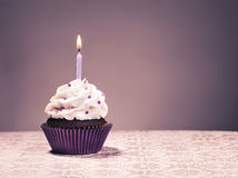 χαιρετισμός καρτών γενεθλίων cupcake ευτυχής Στοκ φωτογραφίες με δικαίωμα ελεύθερης χρήσης