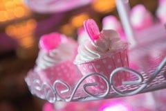 χαιρετισμός καρτών γενεθλίων cupcake ευτυχής Στοκ Φωτογραφίες