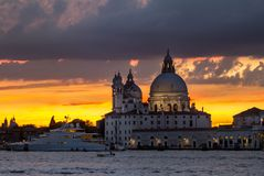 Χαιρετισμός della της Σάντα Μαρία βασιλικών στο ηλιοβασίλεμα, Βενετία Στοκ Εικόνα