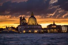 Χαιρετισμός della της Σάντα Μαρία βασιλικών στο ηλιοβασίλεμα, Βενετία Στοκ εικόνες με δικαίωμα ελεύθερης χρήσης